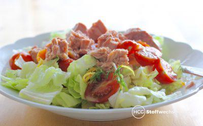 Knackfrischer Salat mit Tomaten und Thunfisch