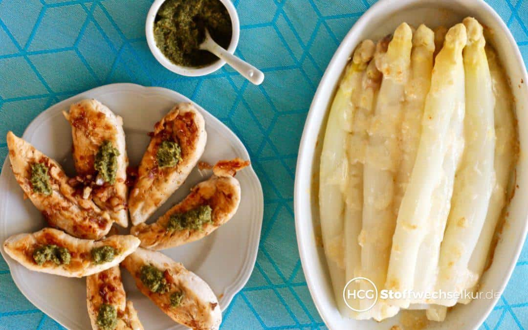 Hähnchenbrustfilet mit Ruccola-Pesto und überbackenem Spargel