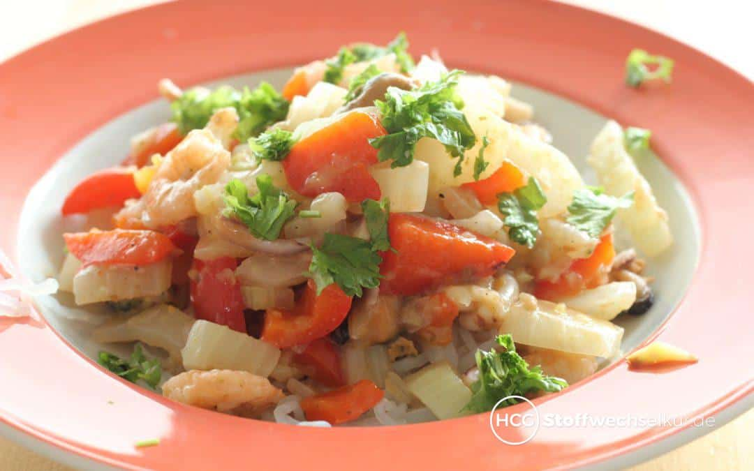 Meeresfrüchte mit Fenchel-Paprika-Gemüse auf Konjakspaghetti